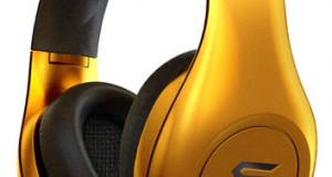 Il semblerait que ce soit la mode de lancer son casque » by une mega star», donc après Monster et ses beats by Dr Dre, les Sleek Audio signé par 50cent, Harman AKG & Quincy Jones voici les «Soul by Ludacris» révélés par Signeo. La marque fait ses débuts avec cinq modèles de la gamme : le casque anti-bruit SL300, les intras SL150/SL100 et les écouteurs SE99/SE48. Il est annoncé […]