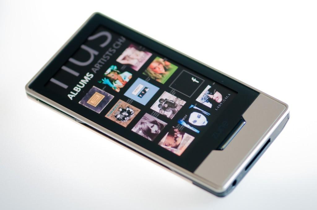 Microsoft vient d'annoncer aujourd'hui et pour la première fois la commercialisation du Zune HD hors des USA. Il sera désormais disponible au Canada… Le baladeur est vendu 170$ en version 16Go et 200$ en version 32Go. Cela arrive bien trop tard, dans un monde numérique ou le Zune HD est pratiquement obsolète et Microsoft se […]