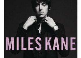 Aujourd'hui est la date de sortie du premier album Miles Kane en solo. Oui en solo, car il a d'abord été guitariste dans le groupe The Little Flames, puis il est devenu le leader de The Rascals et enfin il a sorti un album en duo avec son ami Alex Turner sous le nom deThe […]