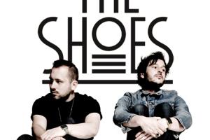 Petite découverte électro-pop du mois mars, l'album Crack my bones du groupe The Shoes.