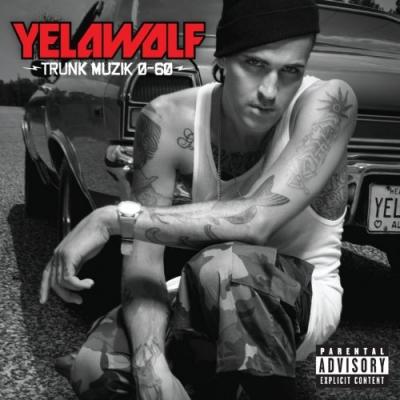 Yelawolf, rappeur originaire de l' Alabama, n' a clairement pas la gueule de l' emploi avec son style de rocker et sa culture de skater, ce descendant de Cherokee avait tout pour faire LE flop de l' année avec son album «Trunk Musik 0-60″ sorti fin 2010.