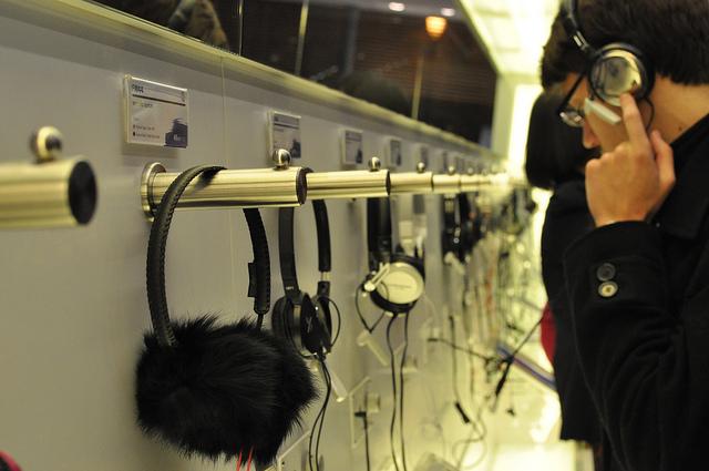 J'ai un don pour les titres moisis, et j'assume : Audio-Technica s'installe en France avec une boutique concept où sa gamme de casques est visible , un peu à la manière des Apple Store.