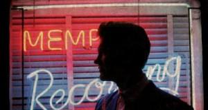 Ahhhhh Chris Isaak, le Chris Isaak de «Blue hotel» et de «Wicked Games», le fils caché d'Elvis qui faisait fondre le coeur des midinettes des US et d'ailleurs, bref ce Chris là vient de sortir un magnifique (je pèse mes mots) double album entre rock classique et Country Music «Beyond The Sun».