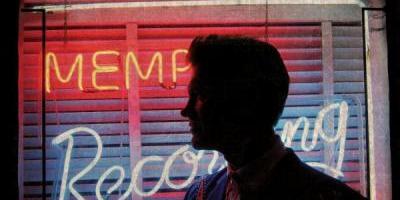 Ahhhhh Chris Isaak, le Chris Isaak de «Blue hotel» et de «Wicked Games», le fils caché d'Elvis qui faisait fondre le coeur des midinettes des US et d'ailleurs, bref ce Chris là vient de sortir un magnifique (je pèse mes mots) double album entre rock classique et Country Music «Beyond The Sun». Le soleil dont […]