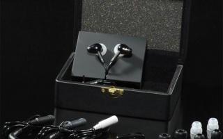 Dans la gamme Hifiman, les RE-262 se situent au même niveau que les RE-272, mais selon le constructeur, si ces derniers sont destinés aux amateurs de sonorités analytiques, les RE-262 privilégieraient une écoute plus musicale et plus chaude… Les intras sont livrés dans une fort jolie boîte en cuir. A l'intérieur de celle-ci on peut […]