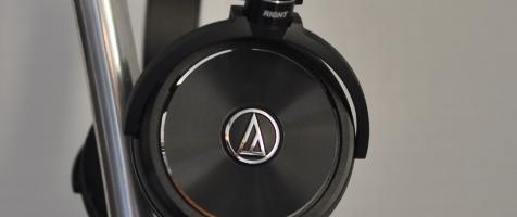 «L'audio Technica WS99 « Le WS99 représente le nouveau modèle haut de gamme nomade de la compagnie japonaise Audio-Technica .