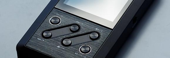 Voilà maintenant quelques mois que le marché des baladeurs milieu-de-gamme a été bouleversé par l'arrivée des Fiio X3 et iBasso DX50, mais il est difficile de faire le choix de l'un ou de l'autre, chose que l'on va essayer de décortiquer dans l'article qui suit…