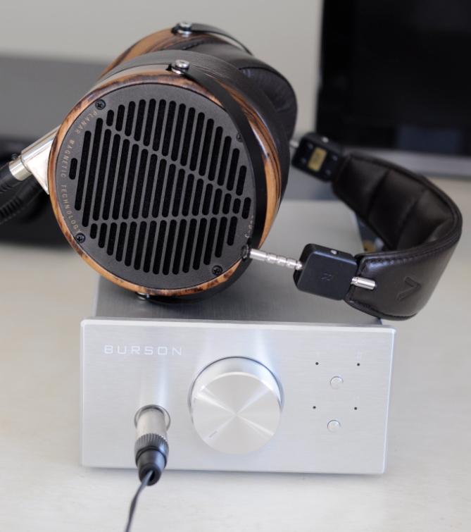 INTRODUCTION Le Burson Soloist SL est un amplificateur produit par la marque Australienne Burson Audio. Il promet un circuit de qualité et beaucoup de puissance dans un format très compact.