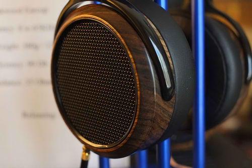 Le Dr Fang Bian, CEO de la socité Hifiman bien connue pour sa production de produits audiophiles haut de gamme à tarif accessible vient de révéler le renouvellement de deux des produits phares de sa gamme.