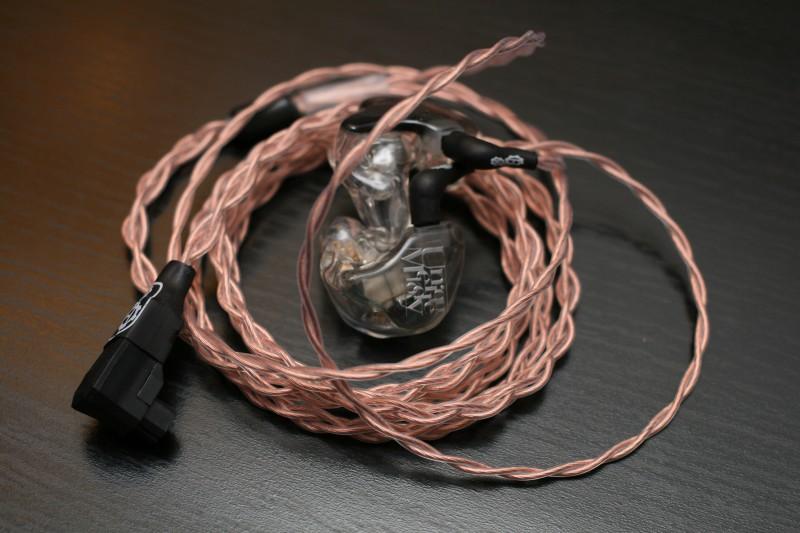 Ony, après avoir longtemps rejeté les intra-auriculaires de ces conduits auditifis, nous offre un long retour et comparatif entre trois produits de chez Unique Melody : les Merlin, les Miracle et les 3DD (universalisés). Envie d'en savoir plus sur ces petits bijoux ? Alors, vas-y CLIQUE !