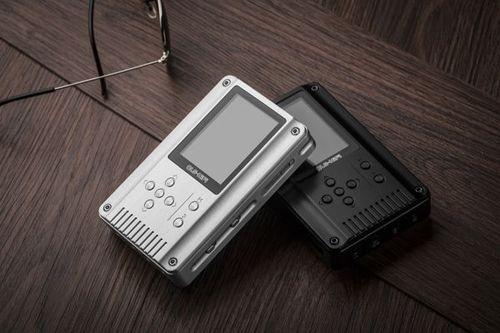 Amis (tellement) nomadiens, la Marty de cette semaine fait la part belle aux systèmes d'écoute… Nomades ! Sennheiser étoffe ainsi son catalogue avec ses Urbanite et Momentum In-Ear, tandis que QLS Hifi sort un petitbaladeur, le QA360.
