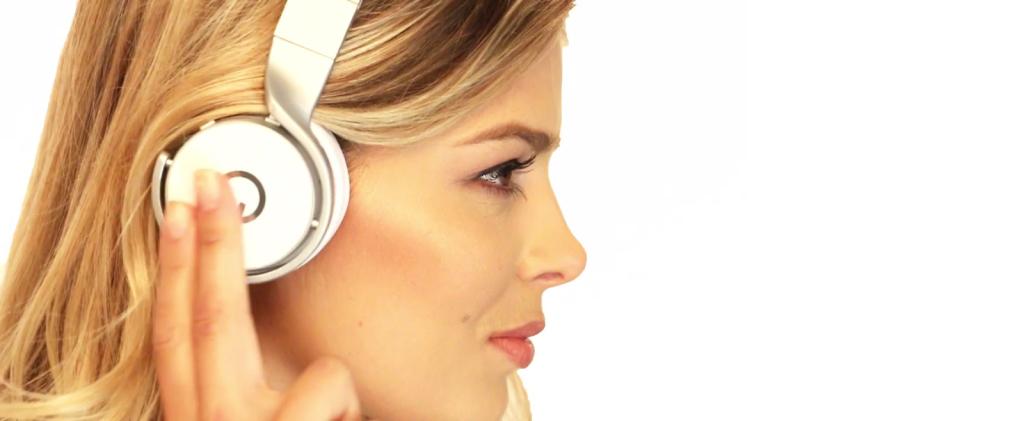 Le CES 2015 aura donc été favorable aux plaisirs audiophiles solitaires, avec beaucoup de nouveautés dans les domaines qui nous intéressent. En plus des Hifiman et Audeze qui ont fait l'objet d'une brève en début de semaine, l'Audioquest Nighthawk (déjà présenté dans ces colonnes) et le casque d'Enigma Acoustics (bientôt présenté dans ces colonnes) se […]