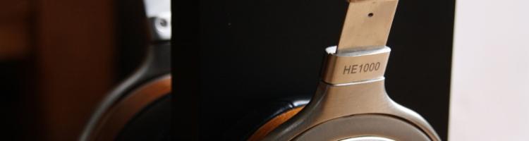 Quand Hifiman a annoncé, début 2015, la sortie d'un tout nouveau modèle très haut de gamme – le HE1000 – je n'aurais pas pu imaginer être en mesure d'en publier un retour d'impression complet avant même la disponibilité du casque en France. Et pourtant… Hifiman Beta Program Avant Hifiman, le Dr Fang Bian dirigeait une […]