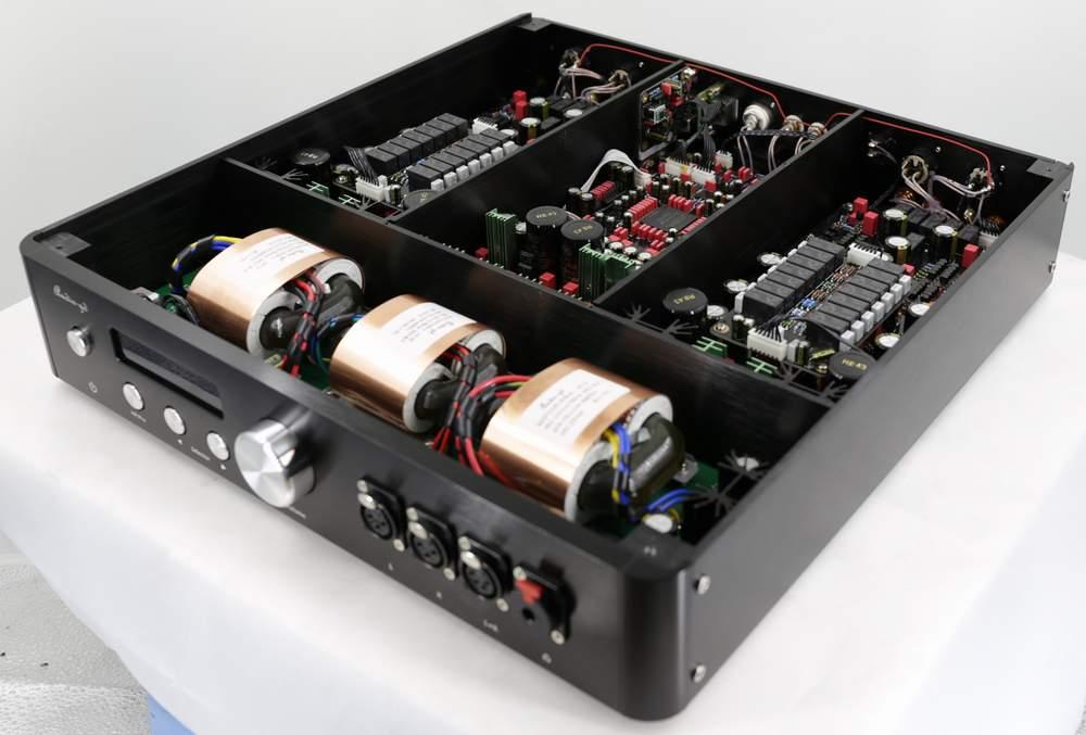 Audio-GD Master 11 (intérieur + avant)