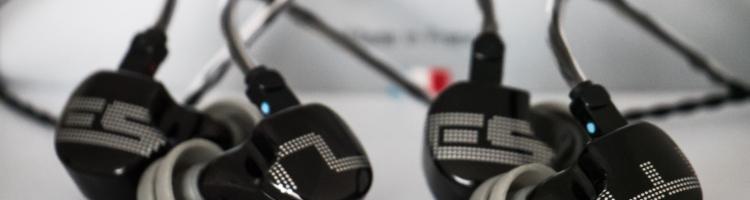 Le constructeur français EarSonics continue d'élargir sa gamme d'intras universels en nous proposant ses deux derniers modèles, les ES2 et les ES3, qui remplacent les SM2 et les SM3. Ils s'inscrivent dans la lignée des S-EM9 et intègrent la série Musicde la marque.