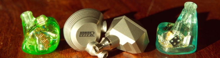 Je vous propose aujourd'hui de découvrir les écouteurs MMR, marque arrivée récemment sur le marché et qui permet de sortir un peu des sentiers battus, notamment en terme de look. Le son est aussi au rendez-vous et saura satisfaire les plus exigeants !